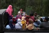 Jelang Yadnya Kasada 2020, Utusan Gubernur Khofifah Bagikan Ribuan Masker di Tengger