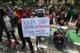 Kehilangan Mata Pencaharian Akibat PSBB Diperpanjang, Musisi Cafe Demo di Balai Kota