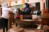 Indah Kurnia Serahkan Mesin Pengolah Sambal ke UMKM Sidoarjo