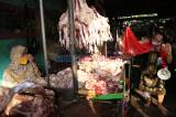 Seniman Surabaya Meimura Main Ludruk di Pasar Tradisional