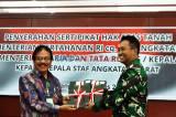 KSAD Terima Sertifikat Hak Atas Tanah TNI-AD