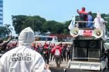 Antisipasi Penularan Covid-19, Polisi Kenakan Hazmat Kawal Aksi Tolak Omnibus Law