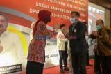 Rakernas IKA STKS, Berikan Penghargaan Kepada Mahasiswa Terbaik Poltekesos