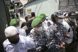 Beginilah Penampakan Saat Anggota FPI Hadang Petugas Polisi di Petamburan