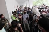Ratusan Buruh Demo di PN Jakarta Pusat Tuntut Pembukaan Rekening
