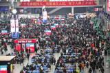 Ribuan Penumpang Padati Stasiun Kereta Hongqiao China pada Perayaan Chunyun