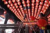 Sambut Perayaan Imlek, Kelenteng Boen San Bio Tangerang Pasang 800 Lampion
