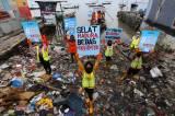 Aktivis Gelar Kampanye #2021stopmakanplastik di Kawasan Pesisir Kenjeran Surabaya