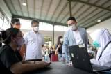 Ridwan Kamil Dampingi Menkes Budi Gunadi Tinjau Vaksinasi Massal