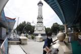 Membersihkan Masjid Agung Solo Jelang Ramadhan