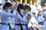 Terapkan Prokes, Umat Hindu di Bali Khusyuk Rayakan Galungan