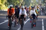 Peringati Hari Kartini, Vin Cycling Gocapan Gowes Berkebaya Keliling Kota Surabaya