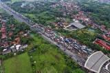Imbas Penyekatan Larangan Mudik, Ribuan Kendaraan Terjebak Macet Hingga 8 KM di Pintu Tol Cikupa