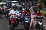 Jalanan Dalam Kota Surabaya Padat di Hari Pertama Idul Fitri