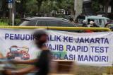 Ramai Spanduk Tolak Pemudik di Jakarta