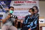 BI Jatim dan Rumah Aspirasi Indah Kurnia Serahkan Bantuan Multimedia untuk Dolor Darjo