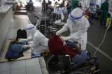 Kamar Perawatan Penuh, Pasien Covid-19 Menumpuk di Luar IGD RSUD Cengkareng