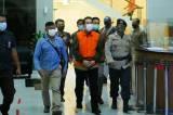 Tangan Diborgol, Azis Syamsuddin Resmi Ditahan KPK