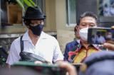 Penuhi Panggilan Polda Metro Jaya, Denny Sumargo Kenakan Topi Fedora