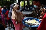 Bagi-bagi Uang Koin, Begini Tradisi Peringatan Maulid Nabi di Madiun
