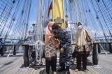 Tiba di Cilacap, Komandan KRI Bima Suci Langsung Cium Tangan Orang Tua