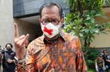 Mediasi dengan Luhut Batal, Haris Azhar Pakai Masker Tanda Silang dan Acungkan Salam Metal