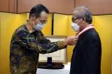 Pemerintah Jepang Anugerahi Bintang Jasa Kepada Prof. Achmad Jazidie