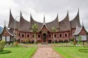 Rumah Gadang Minangkabau, Merawat dan Menyatukan Generasi