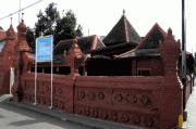 Masjid Merah Panjunan, Masjid Jawa Buatan Pendatang Arab