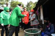 Hetty Andika Perkasa Bagikan Sembako untuk Pemulung di Bantar Gebang