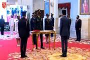 Jokowi Lantik Perwira TNI/Polri di Istana Negara secara Virtual