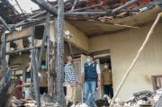 Gubernur HD Bantu Uang Sewa Kontrakan untuk Korban Kebakaran