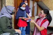 Pertiwi Indonesia Bagikan HP untuk Bantu Siswa Tak Mampu Belajar Daring