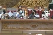 Azis Syamsuddin Nampak Berbincang Akrab dengan Puan di Paripurna DPR