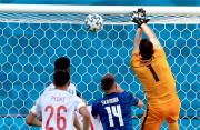 Bikin 2 Gol Bunuh Diri Lawan Spanyol, Pemain Slovakia Minta Maaf
