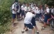 Viral! Siswa SMP di Toba Duel Ditonton dan Dikelilingi Teman-temannya