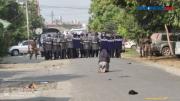 Viral, Aksi Biarawati Menghadang Militer Myanmar demi Lindungi Demonstran