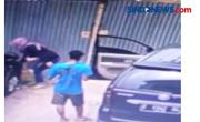 Sepasang Kekasih Tega Membuang Bayi Terekam CCTV