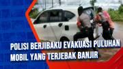 Polisi Berjibaku Evakuasi Puluhan Mobil yang Terjebak Banjir