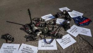 Puluhan Jurnalis Foto Gelar Aksi Protes di Depan Kantor La Liga