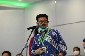 Kalung Penangkal Corona Bikin Mentan Makin Pede Blusukan