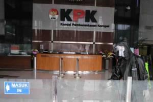 DPR Rapat Tertutup di Markas KPK, ICW Sayangkan Sikap Firli Bahuri