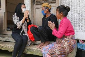 Kunjungi Kampung Naga, Grace Ajak Warga Miliki Semangat Gotong-royong Hadapi Covid-19