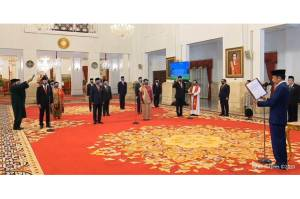 Presiden Jokowi Lantik 12 Duta Besar, Termasuk Roem Kono dan Heri Akhmadi