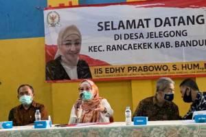 Bantu Masyarakat Desa, Iis Edhy Prabowo Resmikan Program PISEW