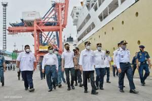 Menhub Apresiasi Petugas Pelabuhan Tanjung Priok yang Terapkan Protokol Kesehatan