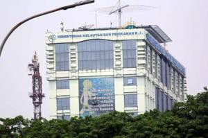 Menterinya Dikabarkan Ditangkap KPK, Kantornya Dijaga Ketat
