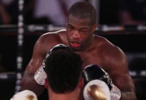 Bertarung Satu Mata, Kalah TKO, Mike Tyson Baru Dilarikan Ke RS