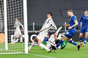 Juventus Gunduli Kyiv, Ronaldo Cetak Gol ke-750