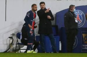 Belum Lama Latih PSG, Pochettino Harus Absen Karena Virus Corona